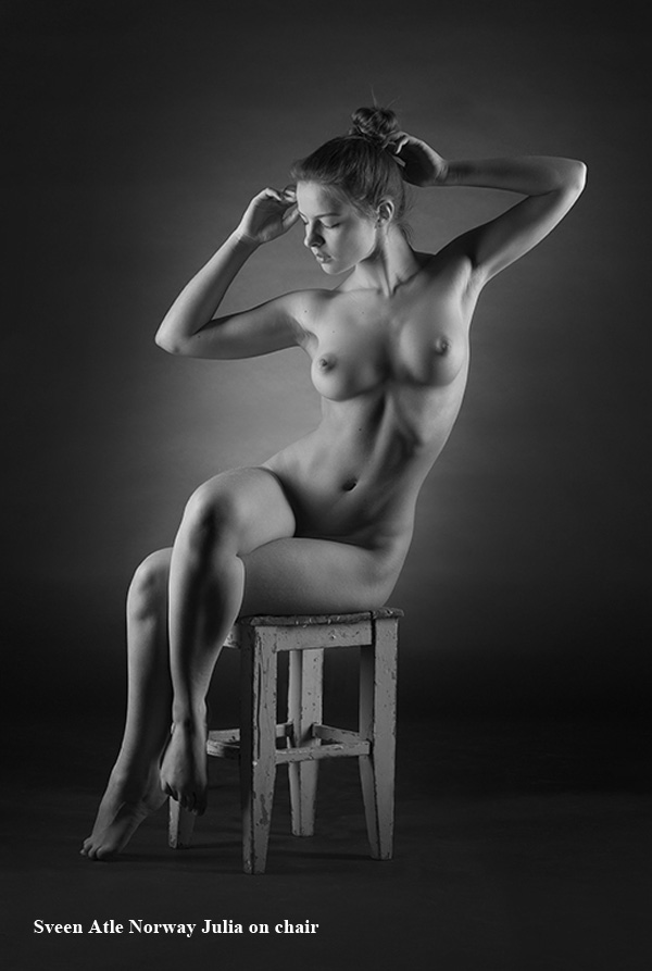 _sveen_atle_julia_on_chair